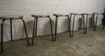 M044- industriële Franse atelier krukken