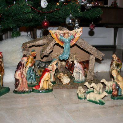 W010-Antieke kerststal