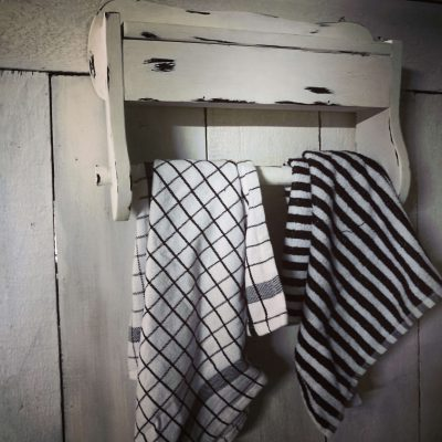 W007B- brocant handdoekenrekje