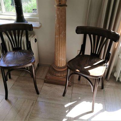 M007C- 2 vintage caféstoelen