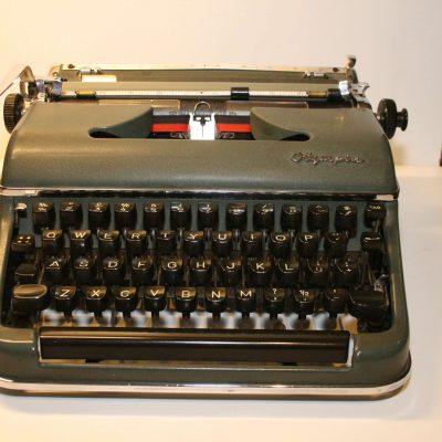 W138 - Vintage Olympia Typemachine SM3 De Luxe