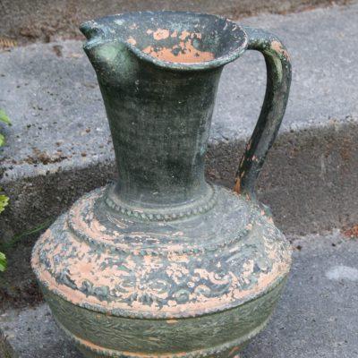 T020- oude kruik of tuinvaas