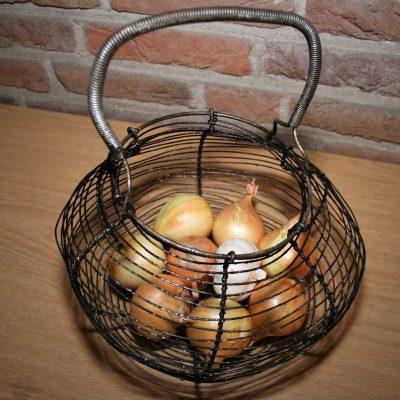 W008C- oud Frans draadmandje / eiermandje