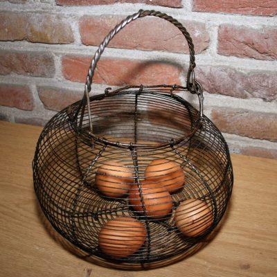 W008D- Frans brocant eiermandje/draadmandje