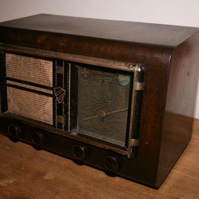 W010B- antieke buizenradio Clarville