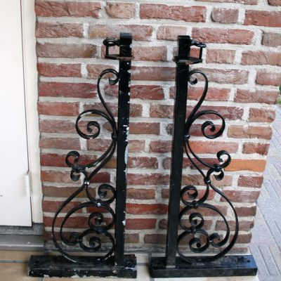 W014-Antiek Franse smeedijzeren lampensteun