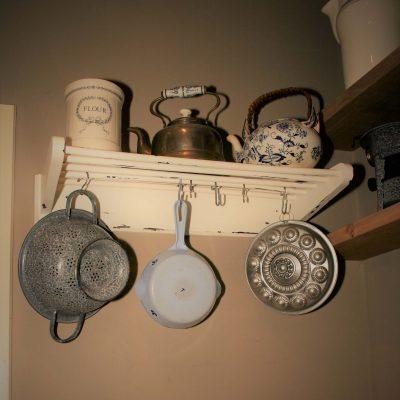 W006A- vintage keukenrekje, pannenrek
