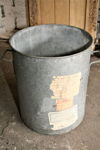 T024c- Oude Franse zinken wasemmer