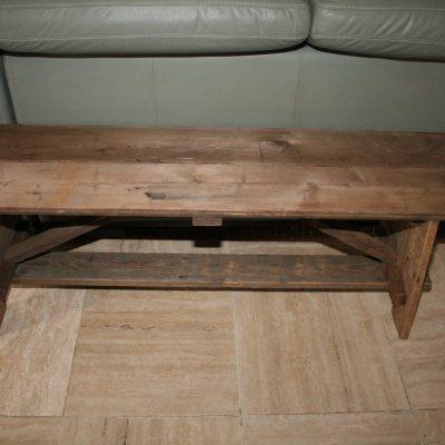 M031B- oud houten bankje/sidetable