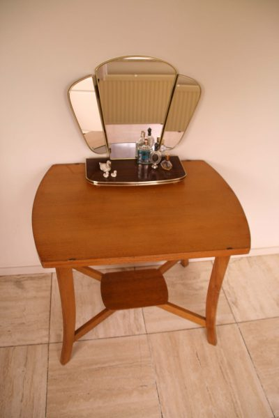 M002E- Vintage salontafel of sidetable