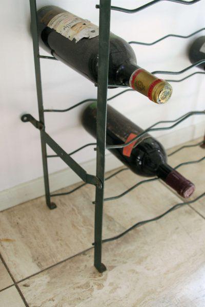W071k- brocant Frans wijnrek 40 flessen