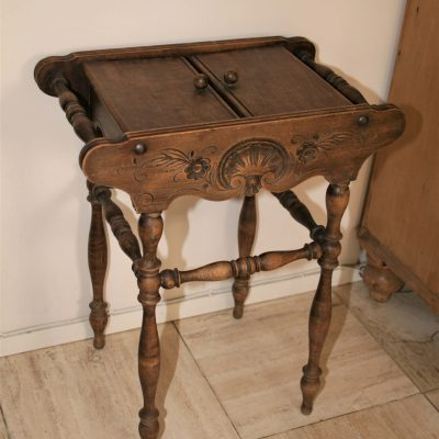 M002F- antiek Frans naaigarnituur tafeltje