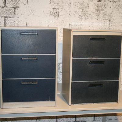 M074 - 2 stalen archiefkasten 3 lades