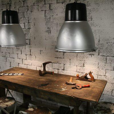 V028 - Robuuste industriële lamp
