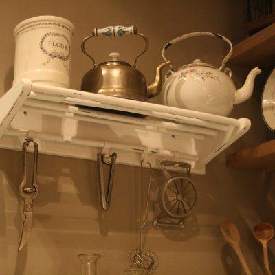 W006- Vintage keukenrekje