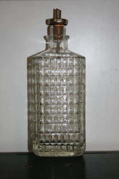 A092 - Vintage glazen karaf met schenktuit