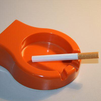 W336 - Vintage asbakje oranje