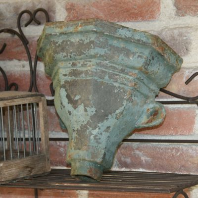T011-Victoriaans antieke gietijzeren tuindecoratie; ''rainhopper''