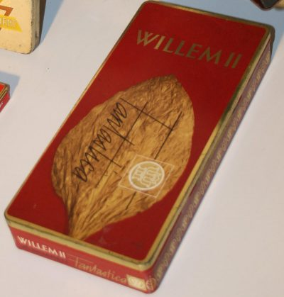 W303- Diverse oude sigarenblikken