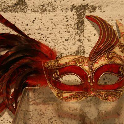W035 - Venetiaans masker rode veren