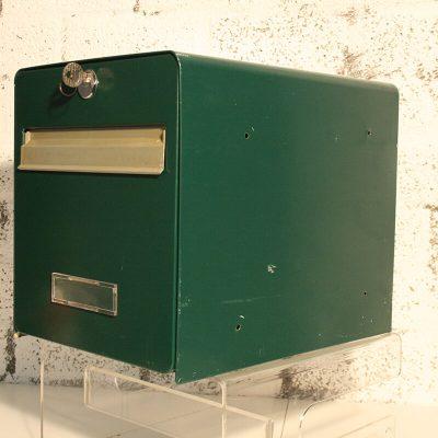 W057 - Originele Franse brievenbus