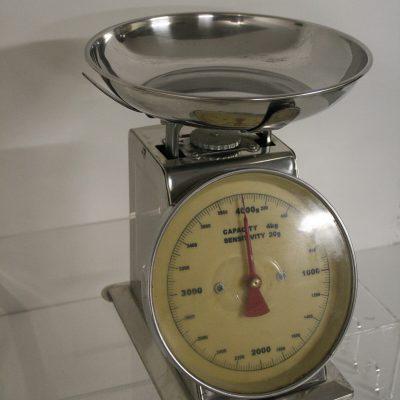 W110 - Vintage keukenweegschaal
