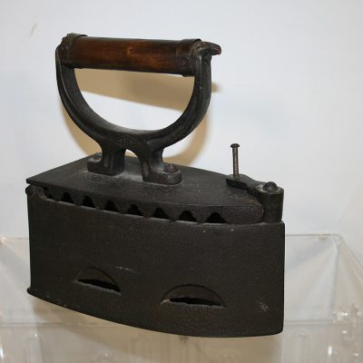 W208 - Antiek Pools strijkijzer