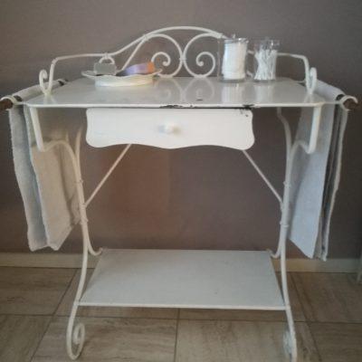 M001O Frans brocant wit tafeltje