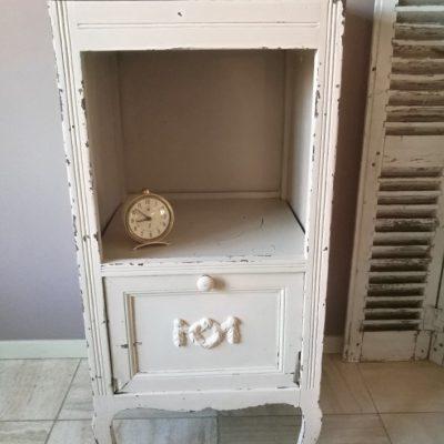 M006H- antiek Frans nachtkastje