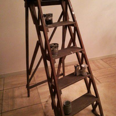W011B-Frans brocant trapje